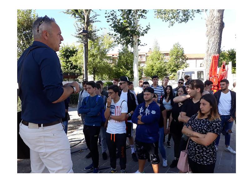 """Le competenze degli studenti dell'agrario per """"curare"""" piazza Torlonia"""